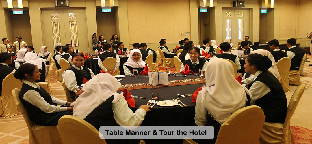 Table Manner and Tour the Hotel SMK Jayawisata 2